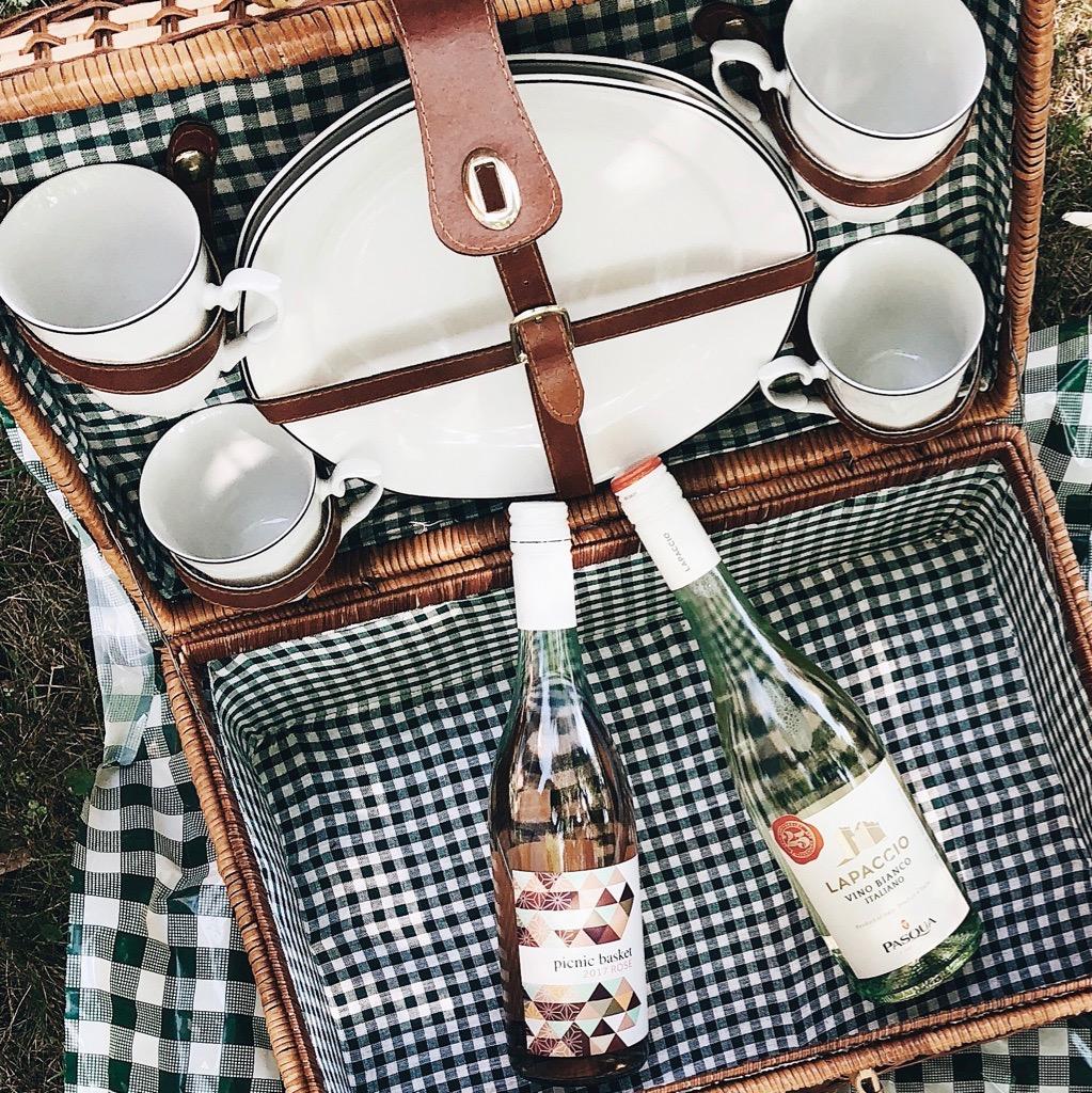 http://www.themontrealista.com/lunch-al-fresco-avec-les-vins-charton-hobbs-ou-comment-profiter-de-la-longue/